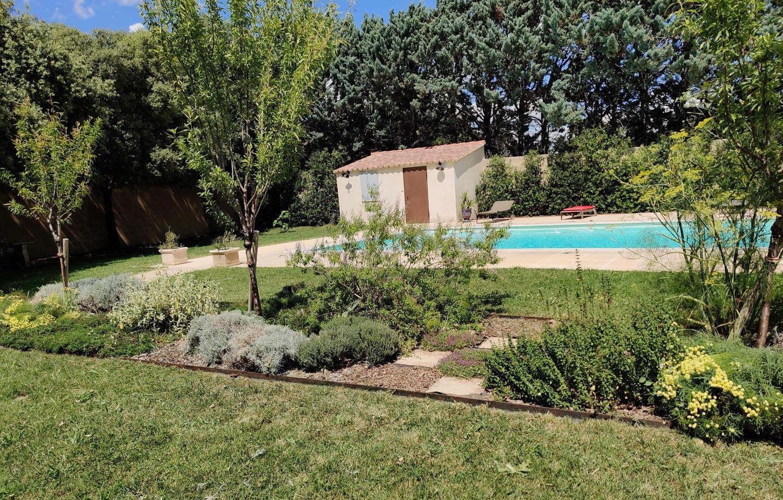 Nous aménageons vos espaces verts avec différents végétaux adaptés à votre environnement