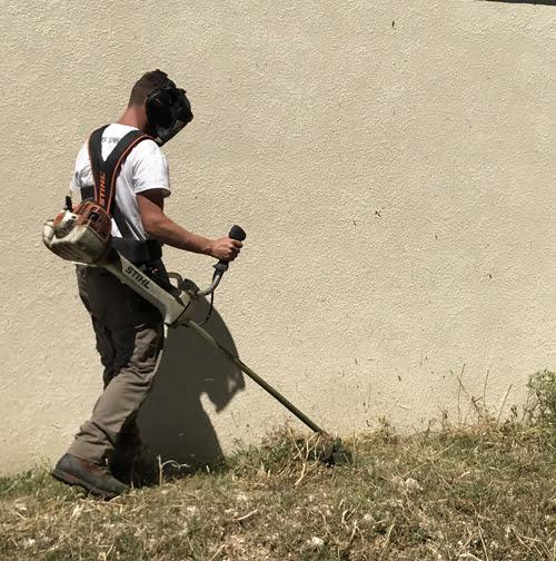 SOLEV situé à Carpentras, entretien de jardin particulier, faichage en PACA